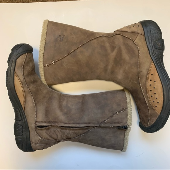 Keen boots woman's size 9 zip lined weathered look